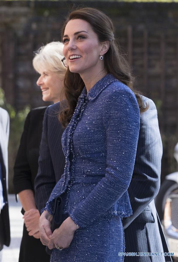 LONDRES, febrero 28, 2017 (Xinhua) -- Catalina, duquesa de Cambridge, reacciona durante su visita para inaugurar oficialmente el alojamiento para familiares de los niños que están siendo atendidos en el Hospital para Niños Evelina de Londres, la Casa Ronald McDonald Evelina de Londres, en la ciudad de Londres, Reino Unido, el 28 de febrero de 2017. (Xinhua/Str)