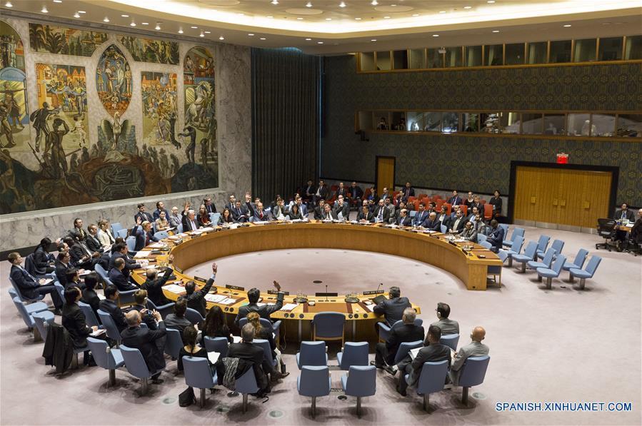 La votación del Consejo de Seguridad de la Organización de las Naciones UNidas (ONU) sobre un proyecto de resolución para imponer sanciones al régimen sirio por el uso de armas químicas, en la sede de la ONU en Nueva York, Estados Unidos de América, el 28 de febrero de 2017. El Consejo de Seguridad de la ONU no pudo adoptar el martes una resolución para imponer sanciones al régimen sirio por el uso de armas químicas debido al veto de Rusia y China. (Xinhua/Li Muzi)
