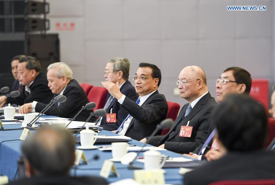 Chinese Premier Li Keqiang joins a panel discussion with political advisors from economic and agricultural sectors at the fifth session of the 12th National Committee of the Chinese People