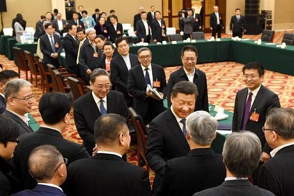 الرئيس الصيني يدعو المفكرين إلى تقديم اسهامات أكبر لتنمية البلاد