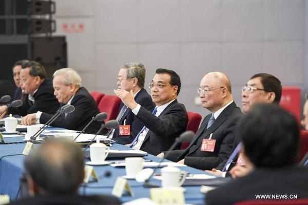 القادة الصينيون يناقشون التنمية الاقتصادية والاجتماعية مع المستشارين السياسيين