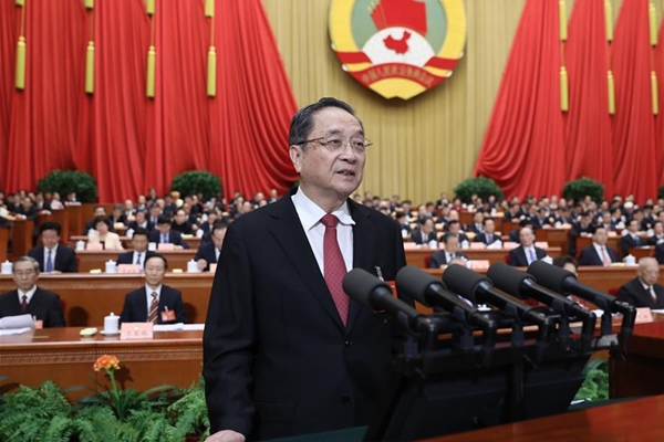 يوي تشنغ شنغ يقدم تقرير عمل خلال الدورة الخامسة لأعلى هيئة استشارية سياسية صينية