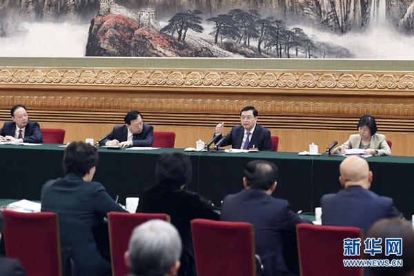 القادة الصينيون يستعرضون تقرير عمل الحكومة مع المشرعين