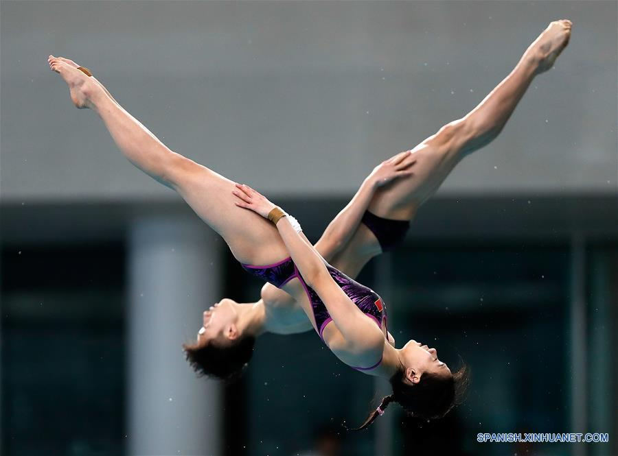 Lian Jie y Lian Jungjie de China ganaron la medalla de oro en la plataforma sincronizada de 10 metros con 329,28 puntos. (Xinhua/Wang Lili)