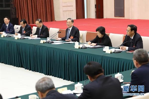 قادة صينيون ينضمون الى لجنة نقاشية مع مشرعين ومستشارين سياسيين
