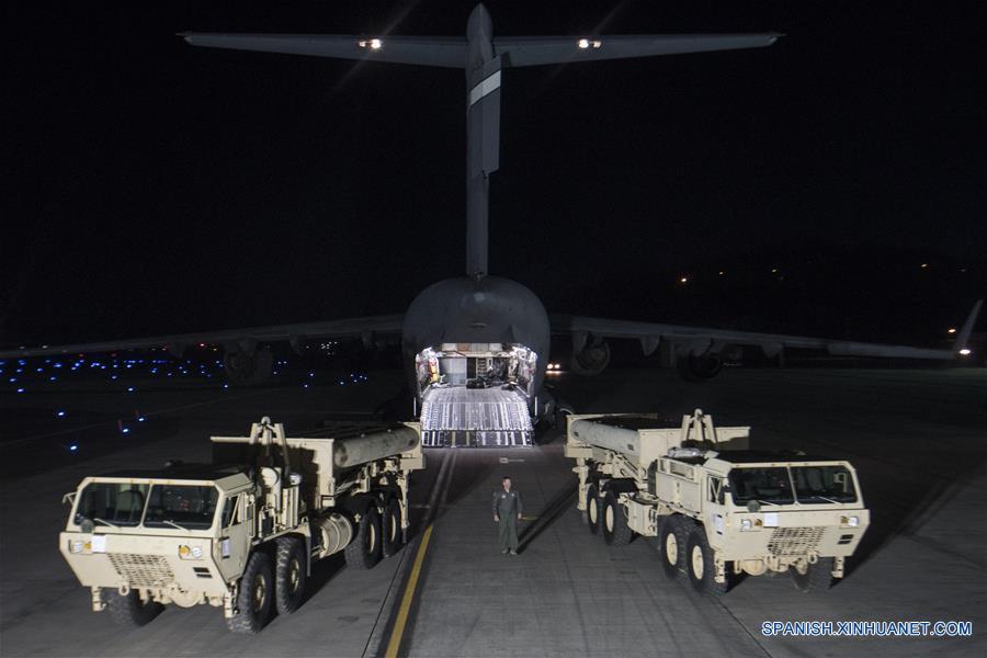 SEUL, 7 mar (Xinhua) -- Una parte del Sistema de Defensa Terminal de Area a Gran Altitud (THAAD) llegó a territorio surcoreano, iniciando así el proceso de despliegue en una región suroriental del país, informó este martes la agencia de noticias Yonhap, citando a fuentes militares.