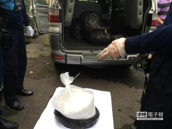 """台湾警方在桃园起获125公斤K他命,市价高达6000万新台币。(图片来源:台湾""""中时电子报"""")"""