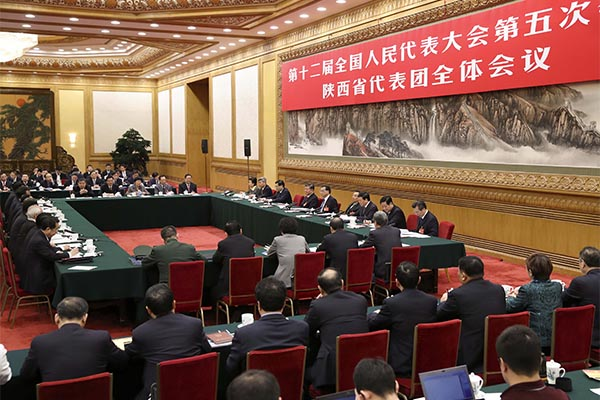Premier Li Keqiang visits lawmakers from Northwest China's Shaanxi province and discusses with them the government work report on March 9, 2017, Beijing.