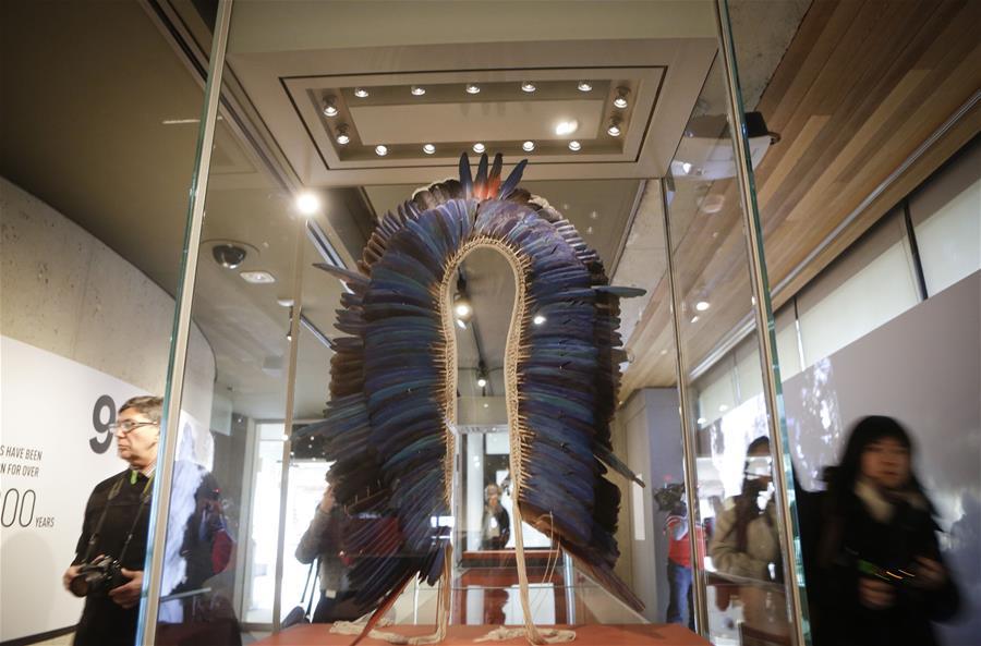 """VANCOUVER, marzo 10, 2017 (Xinhua) -- Personas visitan la exhibición """"Amazonia: los derechos de la naturaleza"""" en el Museo de Antropología en Vancouver, Canadá, el 9 de marzo de 2017. La exhibición se llevó a cabo para crear conciencia sobre la deforestación en la región amazónica debido a las excesivas actividades humanas. (Xinhua/Liang Sen)"""