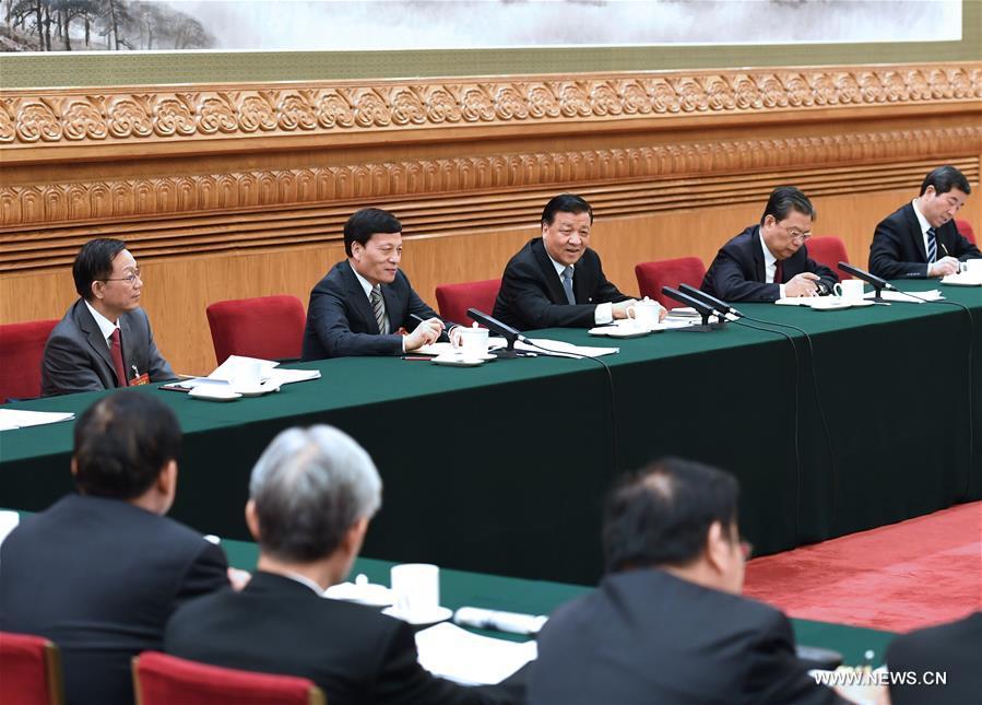 De hauts dirigeants chinois discutent des valeurs fondamentales socialistes et du progrès écologique avec des législateurs