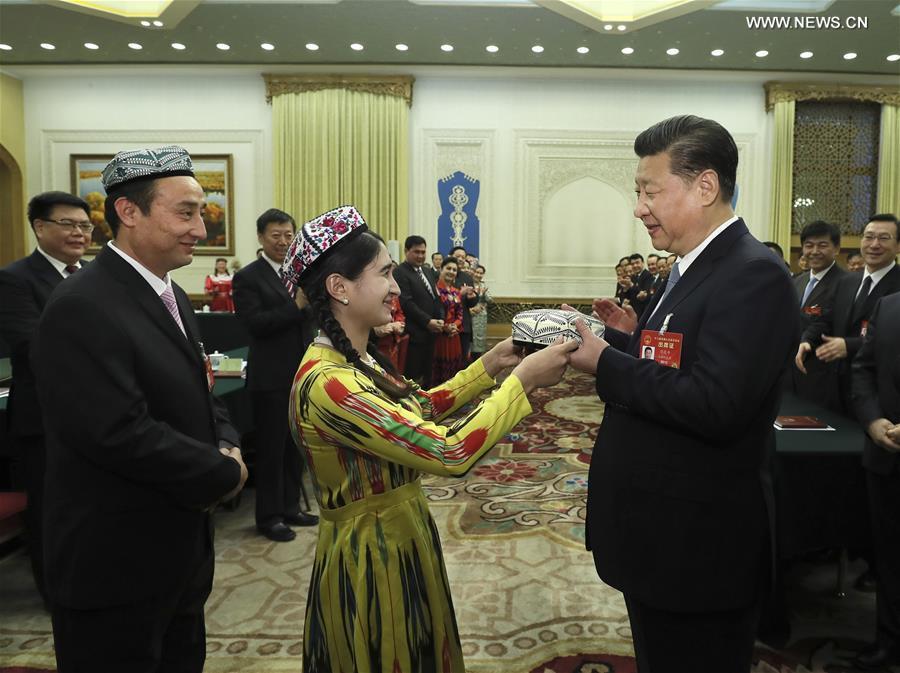 """Глава КНР предлагает построить """"железную стену"""" стабильности в Синьцзяне"""