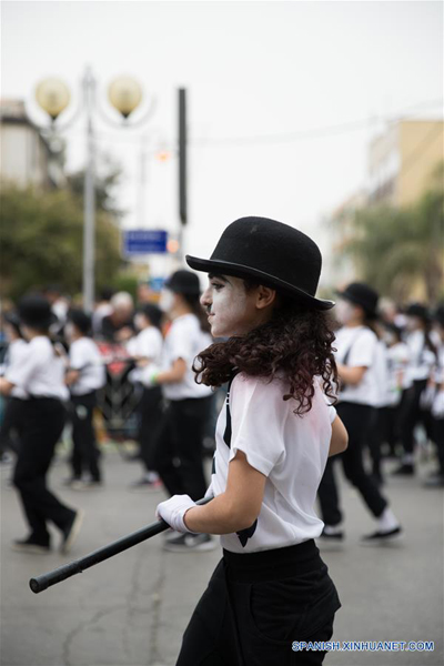 """JOLON, marzo 12, 2017 (Xinhua) -- Un niño participa durante el Desfile de Purim en Jolón, Israel, el 12 de marzo de 2017. Purim es una festividad que conmemora la salvación del pueblo judío de la """"trama de Hamán"""", durante el reinado del antiguo imperio persa, de acuerdo con el libro bíblico de Ester. (Xinhua/Guo Yu)"""