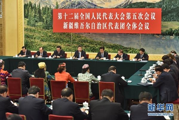 """شي يدعو إلى بناء """"سور الصين العظيم الحديدي"""" لحماية الاستقرار الاجتماعي في شينجيانغ"""