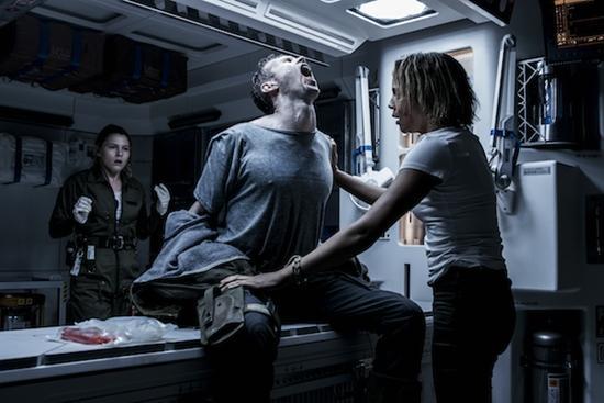 《异形:契约》发病毒视频 法鲨饰演新旧生化人