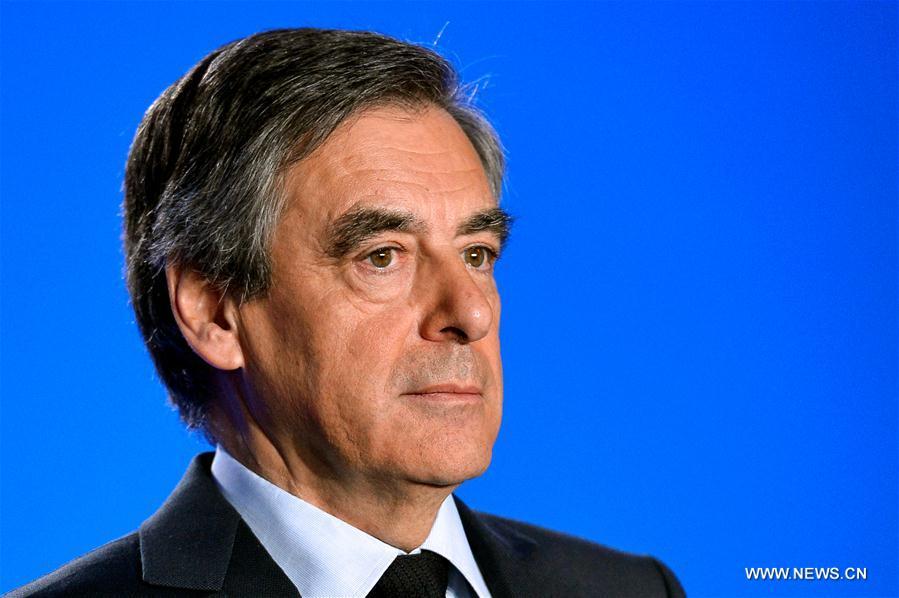 """François Fillon détaille la nouvelle mouture de son """"projet pour la France"""" (PAPIER GENERAL)"""
