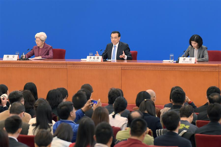 Chinese Premier Li Keqiang gives a press conference at the Great Hall of the People in Beijing, capital of China, March 15, 2017. (Xinhua/Xue Yubin)