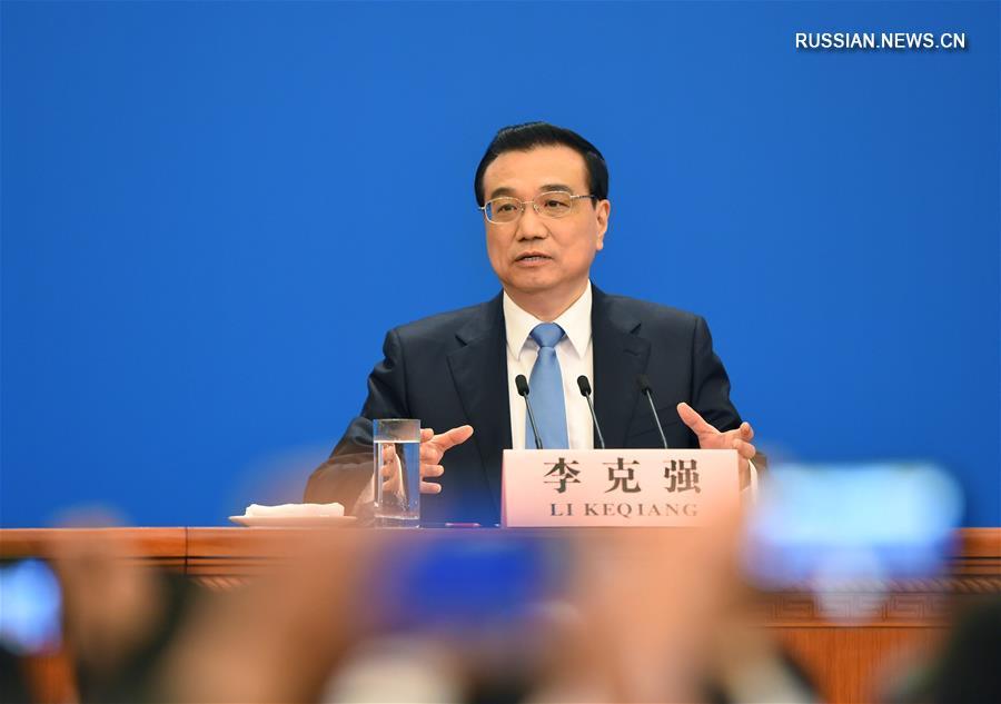 Ли Кэцян на встрече с журналистами после закрытия 5-й сессии ВСНП 12-го созыва
