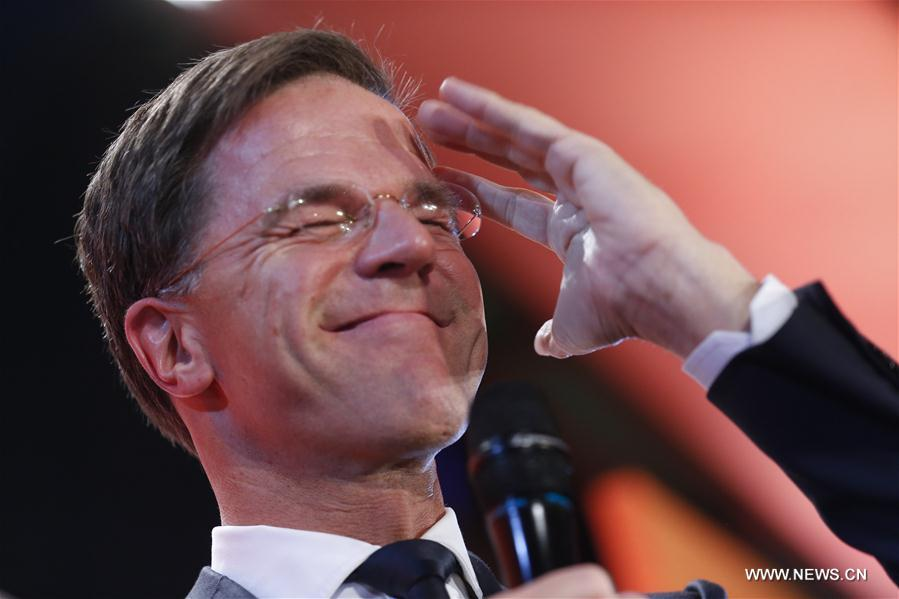 Le parti du PM néerlandais Mark Rutte en tête devant le populiste Geert Wilders (sondage sortie des urnes)