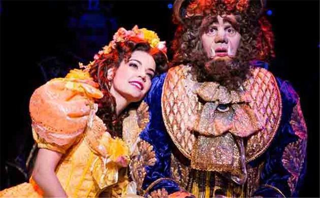 """百老汇版""""贝尔""""苏珊·伊根当年第一次穿着18公斤重的黄裙旋转,竟不堪重负还摔了一跤"""