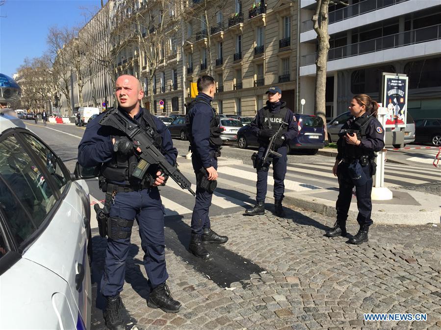 Una persona resulta levemente herida tras explosión de carta bomba en sede de FMI en París