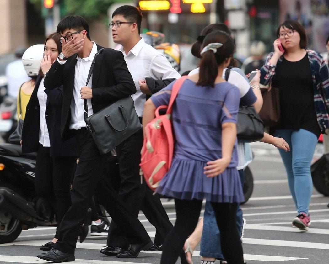 台湾月薪多少才算中产阶级?(图片来源:台湾《联合报》)