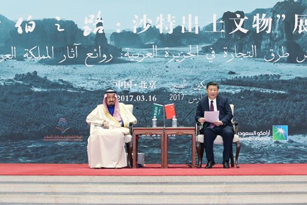 الرئيس الصيني شي جين بينغ يعقد محادثات مع العاهل السعودي الملك سلمان بن عبد العزيز آل سعود
