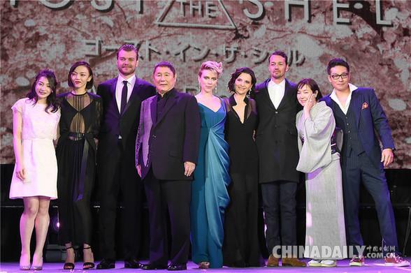 斯嘉丽·约翰逊帅气短发亮相《攻壳机动队》东京首映礼