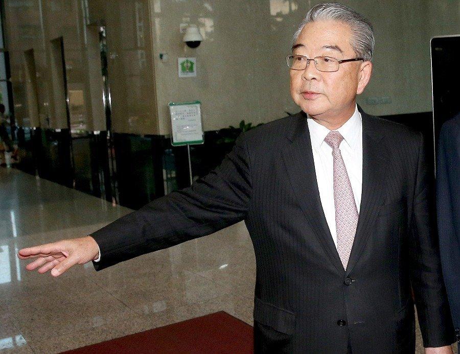 台湾工总理事长许胜雄数度建议,迄今毫无下文,呼吁当局面对问题,不宜将责任胡乱推诿。
