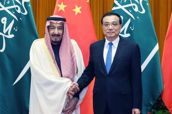 وأضاف لي أن الصين تحترم حق كافة الدول في اختيار طريق التنمية الخاص بها وفقا للظروف الوطنية الخاصة.