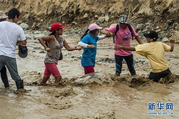 أكثر من 70 قتيلا إثر الفيضانات الناجمة عن الأمطار الغزيرة