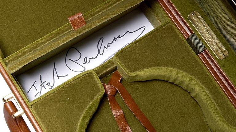 伊扎克·帕尔曼签名琴盒将拍卖