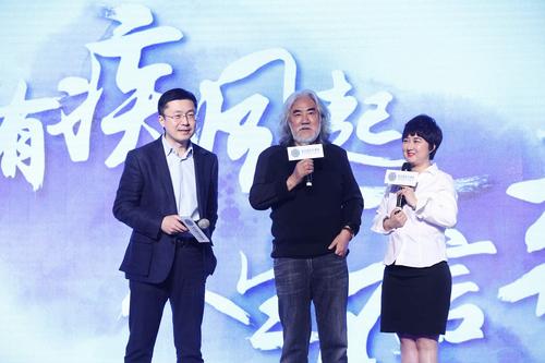左:爱奇艺创始人龚宇博士;著名导演、制片人张纪中;右:曼荼罗影视创始人、董事长张语芯