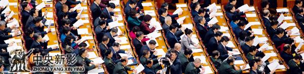摄影师刘大良在人民大会堂拍摄现场