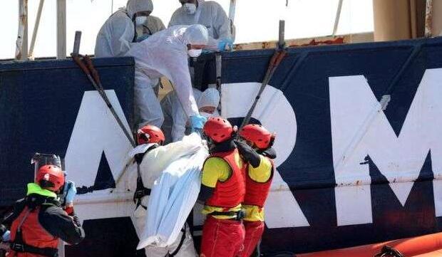 两艘难民船在地中海沉没 船上200多名难民或遇难
