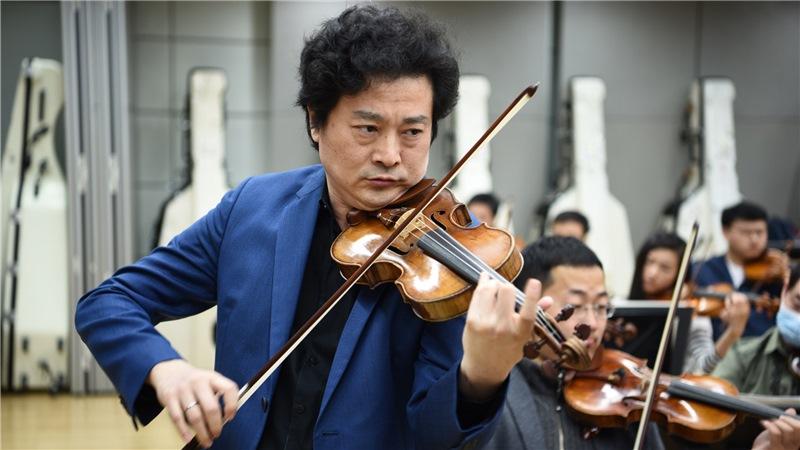 在25日的音乐会中,国家大剧院管弦乐团将分别演绎《梁祝》以及《罗密欧与朱丽叶》组曲刘方/摄