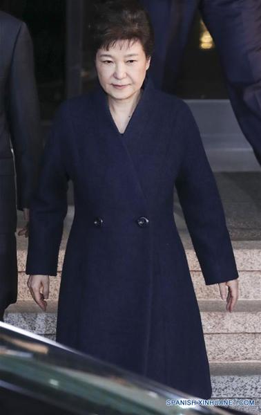 SEUL, 27 mar (Xinhua) --La expresidenta de Corea del Sur, Park Geun-hye, salió la oficina de los fiscales en Seúl, Corea del Sur, el 22 de marzo de 2017. (Xinhua/Lee Sang-ho)