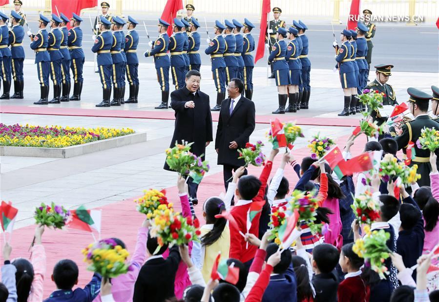 Си Цзиньпин провел переговоры с президентом Мадагаскара Э.Радзаунаримампианиной