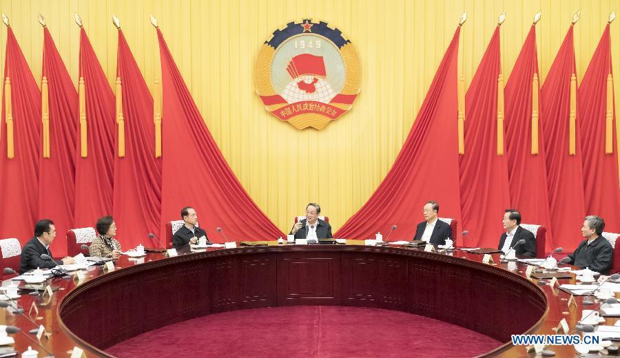 Les hauts conseillers politiques discutent du traitement de propositions importantes