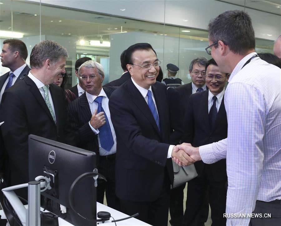Ли Кэцян и премьер-министр Новой Зеландии совместно посетили центр исследований и разработок компании Haier -- F&P в Окленде