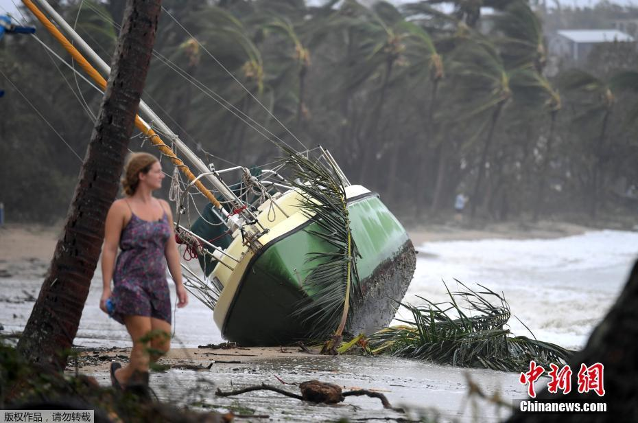 Les îles Hamilton durement touchées, les vents perdent en intensité