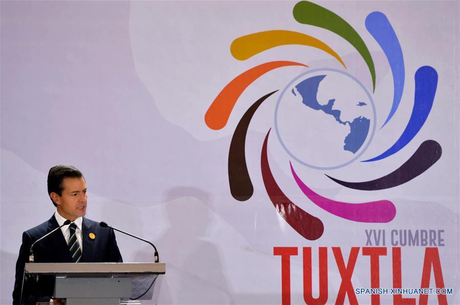 SAN JOSE, marzo 29, 2017 (Xinhua) -- Imagen cedida por la Presidencia de México del presidente mexicano, Enrique Peña Nieto, pronunciando un discurso durante la inauguración de la XVI Cumbre de Jefes de Estado y de Gobierno del Mecanismo de Diálogo y Concertación de Tuxtla, en Escazú, en la provincia de San José, Costa Rica, el 29 de marzo de 2017. La XVI Cumbre de Jefes de Estado y de Gobierno del Mecanismo de Diálogo y Concertación de Tuxtla inició el miércoles en la ciudad de San José en Costa Rica con la presencia de los representantes regionales. En el encuentro participan los presidentes de México, Enrique Peña Nieto, de Colombia, Juan Manuel Santos, de Guatemala, Jimmy Morales y de Panamá, Juan Carlos Varela. (Xinhua/Presidencia de México)