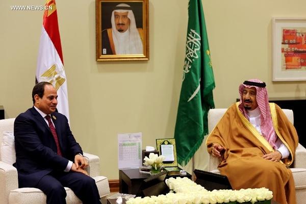 الرئيس المصري يجتمع مع العاهل السعودي على هامش القمة العربية
