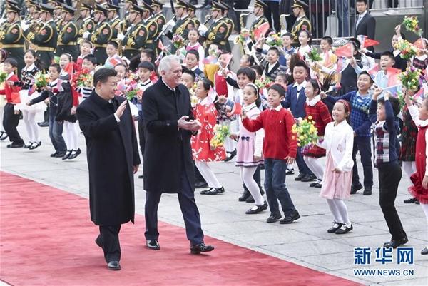 الصين وصربيا تتعهدان بتعزيز الصداقة والتعاون
