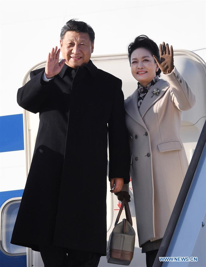 Chinese President Xi Jinping and his wife Peng Liyuan arrive in Helsinki, Finland, April 4, 2017. Chinese President Xi Jinping arrived here Tuesday for a state visit to Finland. (Xinhua/Rao Aimin)