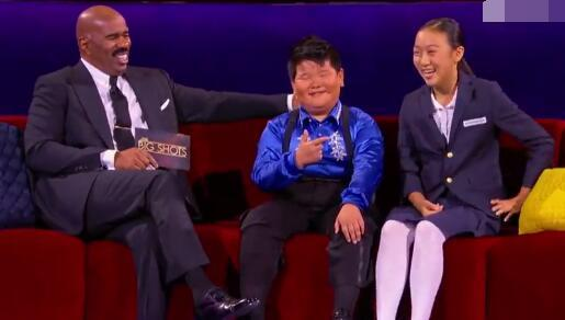 Video footage of a young Latin dancer from China named Xiong Fei has brought smiles to people