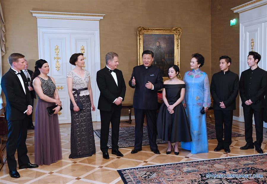 Presidentes de China y Finlandia se reúnen con atletas de deportes invernales