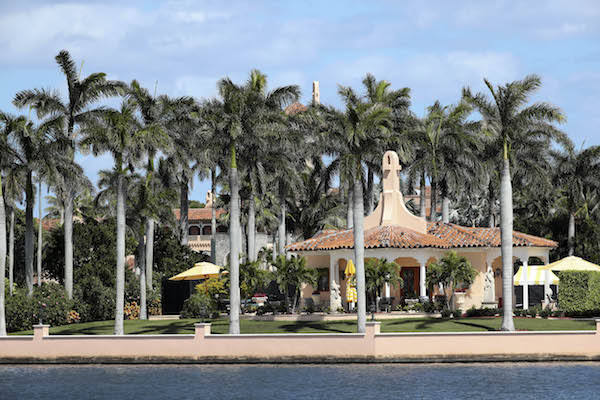 这是2017年3月20日拍摄的美国佛罗里达州棕榈滩海湖庄园。(新华社记者王迎摄)