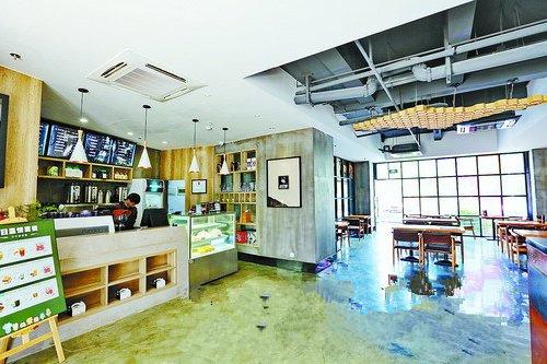 位于湖里区创新园UONE天地的人才公寓,配有宽敞明亮的咖啡厅。