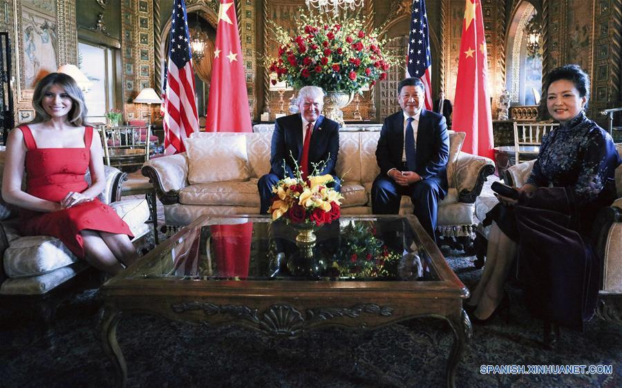 FLORIDA, abril 7, 2017 (Xinhua) -- El presidente de China, Xi Jinping, se reúne con su homólogo de Estados Unidos, Donald Trump, en su residencia de Mar-a-Lago en Florida, Estados Unidos, el 6 de abril de 2017. (Xinhua/Lan Hongguang)
