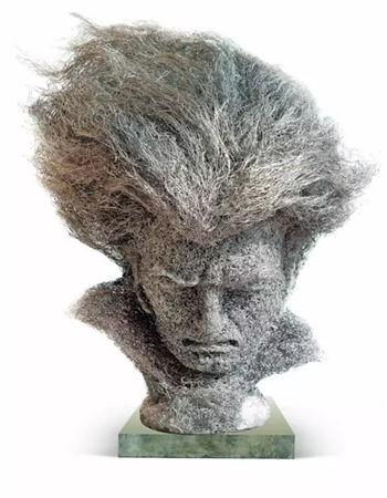 雕塑家潘放创作作品——《命运之火》